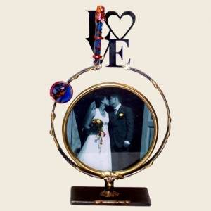 MWF9 - Medium Circular Frame with LOVE and Shards Tube